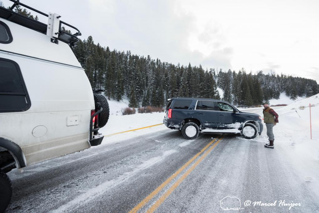 DSC8499 Pulling someone out of the ditch, Yellowstone National Park, Wyoming, USA 3