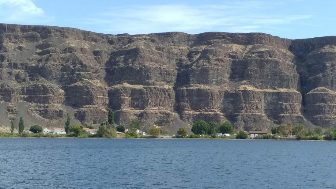 Babcock Bench and the basalt cliffs across the Columbia from West Bar.